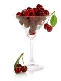 isolerat Cherryexponeringsglas Royaltyfri Bild