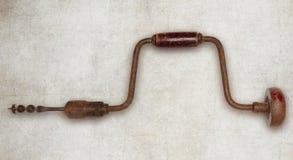 Isolerat hjälpmedel för snickare för drillborr för gammal hand Arkivbild