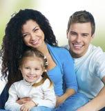 isolerat lyckligt för familj royaltyfria bilder