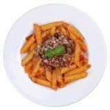 Isolerat mål för pasta för Penne Bolognese eller Bolognaise såsnudlar Arkivbild