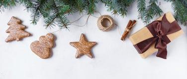 isolerat nytt vitt år för jul begrepp Julgran julpynt, gåva, kakor royaltyfria foton