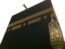 Isolerat och stäng sig upp av Kaabah. Muselmaner lite varstans världsfa Arkivfoton
