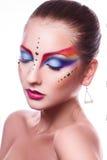 Isolerat på sexig kvinnlig för vit bakgrund med flerfärgad makeup Arkivbild