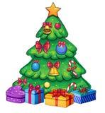 Isolerat retro färgrikt julträd Arkivbild