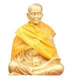 Isolerat skjutit av statyn av den buddistiska monken Arkivbilder