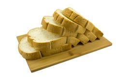 Isolerat släntra av helt vetesmörgåsbröd Fotografering för Bildbyråer