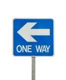 Isolerat tecken för enkelriktad trafik royaltyfria bilder
