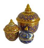 Isolerat Thail porslin med desings i fem färger  royaltyfri fotografi