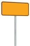 Isolerat tomt gult vägmärke, stort utrymme för perspektivvarningskopia, svart tom Pole för skylt för ramvägrenvägvisare stolpe Arkivfoto