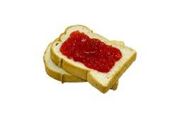 Isolerat två skivor av bröd med jordgubbedriftstopp Royaltyfri Fotografi