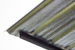 Isoleringsmetallark under taket till skyddsvärme från solljus Royaltyfri Fotografi