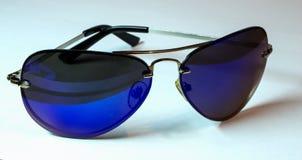 Isolete d'aviateur de lunettes de soleil sur le bachground de wite Image libre de droits