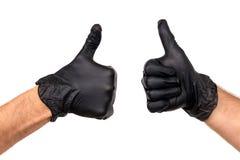 Isolez le ` s de main d'hommes dans un gant en caoutchouc noir sur un fond blanc photographie stock