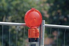 Isoli con le luci d'avvertimento ad un cantiere Fotografia Stock