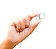 Isoli l'apri di latta di tirata dell'anello di gruppo a disposizione dell'uomo Fotografia Stock Libera da Diritti
