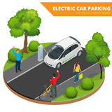 Isometric ηλεκτρικός χώρος στάθμευσης αυτοκινήτων, ηλεκτρονικό αυτοκίνητο έννοια οικολογική Φιλικός πράσινος κόσμος Eco Επίπεδος  Στοκ Φωτογραφίες