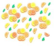 Isometrische Illustration der Sommerfrüchte 3D, Orange, Zitrone, Pampelmuse, Kalk Hintergrund composition Orangenbaumblatt lizenzfreie abbildung