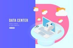 Isometrisches Konzept des Rechenzentrums mit on-line Datei Speicher, Wolken und Laptop Flache 3d Illustration EPS10 Lizenzfreie Abbildung