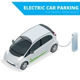 Isometrisk elbilparkering, elektronisk bil ekologiskt begrepp Värld för Eco vänskapsmatchgräsplan Isometrisk plan vektor 3d Royaltyfri Bild