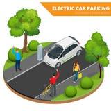 Isometrisk elbilparkering, elektronisk bil ekologiskt begrepp Värld för Eco vänskapsmatchgräsplan Isometrisk plan vektor 3d Arkivfoton