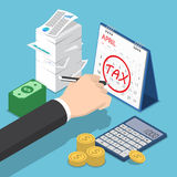 Isometriskt affärsmanHand Marking Tax tecken på kalender Royaltyfria Bilder