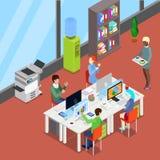 Isometriskt kontorsöppet utrymme med arbetare och datorer royaltyfri illustrationer