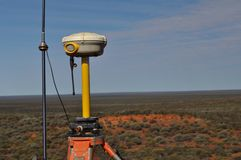 Ispettore d'esame dell'attrezzatura di GPS immagini stock