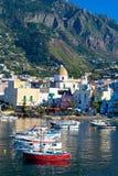 ISQUIONES, ITALIA - OCTUBRE, 18: Vista de Forio, el 18 de octubre de 2012 imagen de archivo libre de regalías