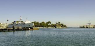 Isquiones, nave anclada al puerto fotografía de archivo