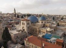 Israël - Jeruzalem - Kerk van het Heilige Grafgewelf met oude stad Stock Fotografie