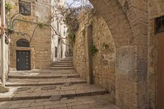 Israël - Jeruzalem - Oud stad verborgen gang, trap en AR Stock Afbeeldingen