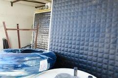 Israel öl-Sheva - nya speglar för sol- vattenvärmeapparater Royaltyfria Bilder