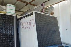 Israel öl-Sheva - nya speglar för sol- vattenvärmeapparater Royaltyfri Foto