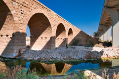 Israel, cerveza Sheva. Puente ferroviario turco viejo. imagen de archivo