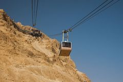 Israel - del sur - Masada - el carro aéreo del ferrocarril aéreo va de Masa Foto de archivo