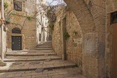 Israel - Jerusalém - cidade velha corredor, escadaria e AR escondidos Imagens de Stock