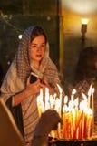 Israel, Jerusalém, 09/11/2016 Crentes no templo no Jerusalém imagens de stock royalty free