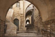 Israel - Jerusalem - gammal stad dold passage, trappa och ar Royaltyfri Bild