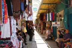 Israel Teléfono Aviv Summer 2018 Mercado callejero árabe apretado foto de archivo libre de regalías