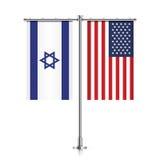 Israel- und USA-Flaggen, die zusammen hängen Lizenzfreies Stockbild