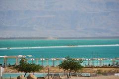 Israel View des Strandes des Toten Meers Unglaubliche Farben von Meer lizenzfreies stockbild