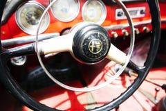ISRAELE, PETAH TIQWA - 14 MAGGIO 2016: Mostra degli oggetti d'antiquariato tecnici Alfa Romeo spinge dentro Petah Tiqwa, Israele immagini stock libere da diritti