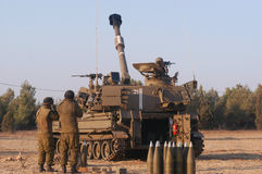 Israeli artillery M109 howitzer. NACHAL OZ , ISR - JULY 01:Israeli artillery M109 howitzer on July 01 2006.It's the most common Western indirect-fire support Royalty Free Stock Image