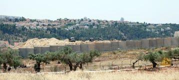 Israelische Armee durch die Wand der Trennung Stockbild