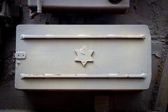Israelische Flagge auf der Seite eines Metalldeckels Lizenzfreie Stockfotos