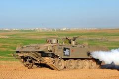 Israelische Soldaten in bewaffnetem Fahrzeug Lizenzfreie Stockfotos