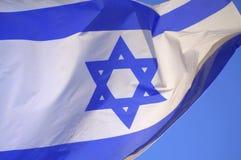 Israelische wellenartig bewegende Flaggennahaufnahme Stockbild