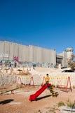 israelisk lekplatsavskiljandevägg Arkivfoto