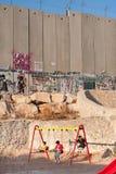 israelisk lekplatsavskiljandevägg Royaltyfri Foto