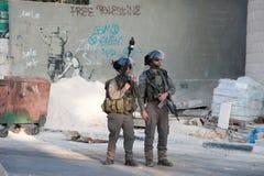 Israelisk militär ockupation och Banksy väggmålning Royaltyfri Fotografi